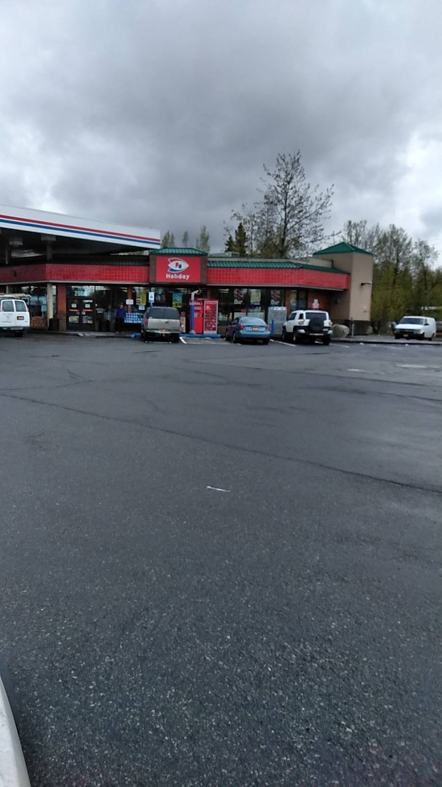 Holiday Stationstores - convenience store  | Photo 1 of 1 | Address: 2900 E Tudor Rd, Anchorage, AK 99507, USA | Phone: (907) 563-5602