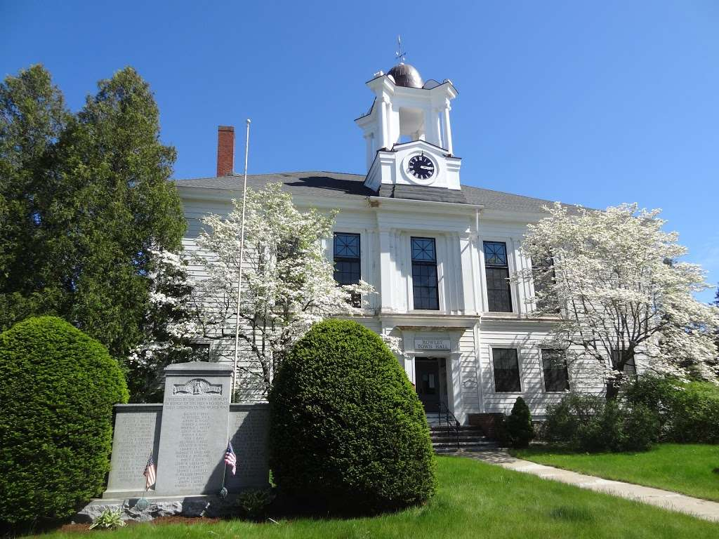 Rowley Town Hall - city hall  | Photo 1 of 1 | Address: 139 Main St, Rowley, MA 01969, USA | Phone: (978) 948-2705