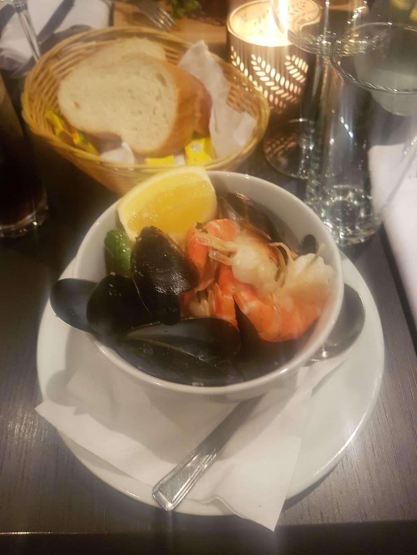 Riennas Restaurant - restaurant  | Photo 7 of 10 | Address: 210-176, A124, Hornchurch RM12 6QP, UK | Phone: 01708 469463