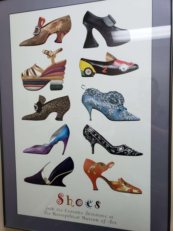 Podiatry Plus - shoe store  | Photo 8 of 10 | Address: 6560 W Higgins Ave, Chicago, IL 60656, USA | Phone: (773) 775-0300