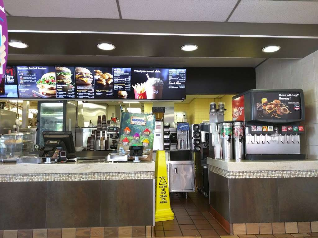 McDonalds - cafe  | Photo 3 of 10 | Address: 26902 Trabuco Rd, Mission Viejo, CA 92691, USA | Phone: (949) 855-0336