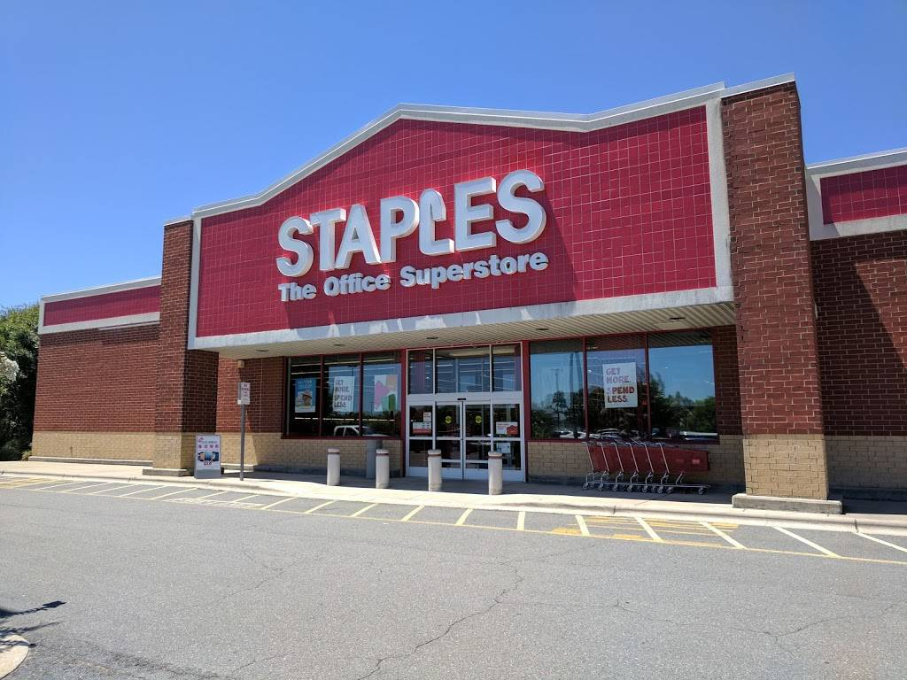 Staples - electronics store  | Photo 1 of 10 | Address: 210 Harmon Creek Rd, Kernersville, NC 27284, USA | Phone: (336) 993-7474