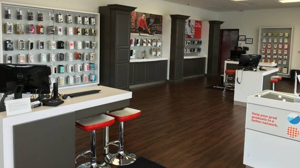 Verizon Authorized Retailer - Russell Cellular - electronics store    Photo 7 of 10   Address: 410 Town, Center, Garland, TX 75040, USA   Phone: (972) 496-7700