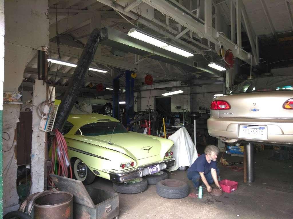 Linwood Motor Services - car repair    Photo 1 of 3   Address: 1415 Market St, Linwood, PA 19061, USA   Phone: (610) 485-1187