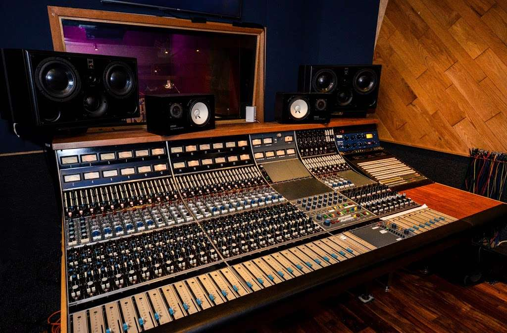 Studio City Sound - electronics store  | Photo 2 of 10 | Address: 4412 Whitsett Ave, Studio City, CA 91604, USA | Phone: (818) 505-9368