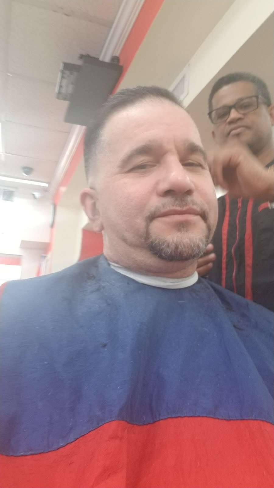 Dominican Barber Shop - hair care    Photo 2 of 2   Address: 580 Richmond Rd, Staten Island, NY 10304, USA   Phone: (718) 556-5086