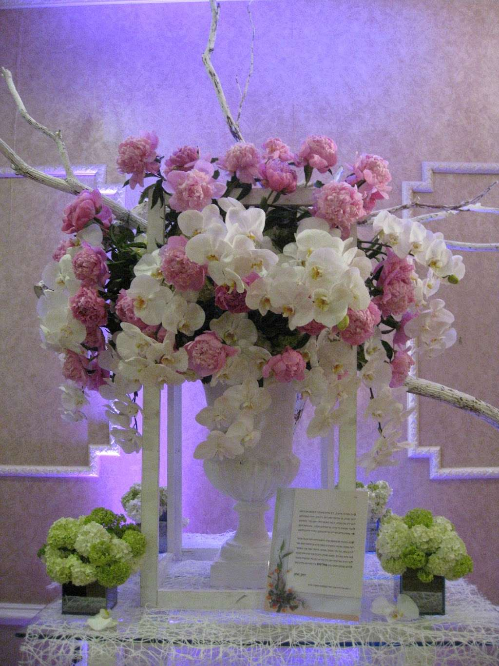 Gold Flowers - florist  | Photo 4 of 5 | Address: 153 Division Ave, Brooklyn, NY 11211, USA | Phone: (718) 384-5430