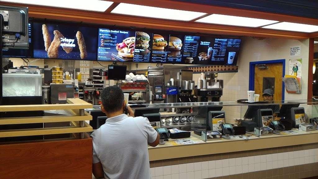 McDonalds - cafe  | Photo 2 of 10 | Address: 3215 John Fitzgerald Kennedy Blvd, Union City, NJ 07087, USA | Phone: (201) 866-6777