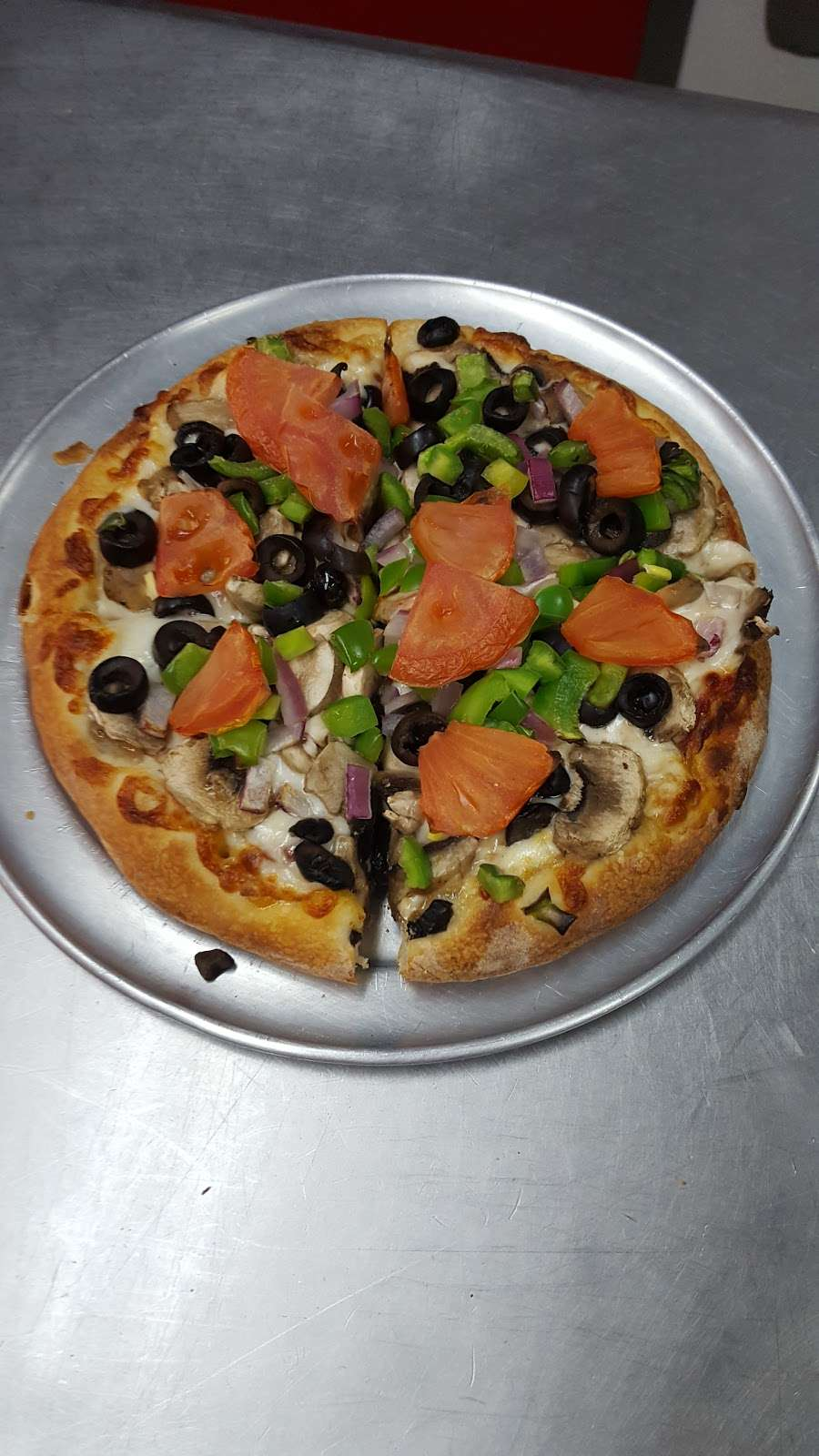 BJs Pizzeria - meal delivery    Photo 3 of 10   Address: 1424 W Beverly Blvd #4147, Montebello, CA 90640, USA   Phone: (323) 722-4002