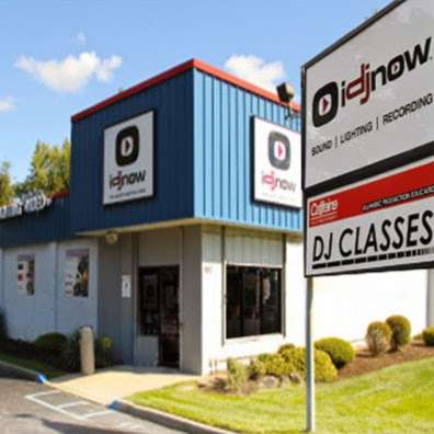 I DJ NOW - electronics store  | Photo 6 of 10 | Address: 1015 Sunrise Hwy, West Babylon, NY 11704, USA | Phone: (631) 321-1700