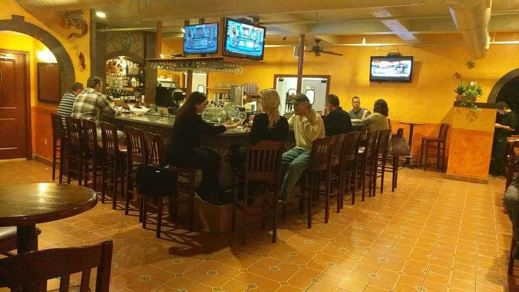 El Tapatio Mexican Restaurant - night club    Photo 3 of 10   Address: 300 Newburyport Turnpike, Rowley, MA 01969, USA   Phone: (978) 432-1336