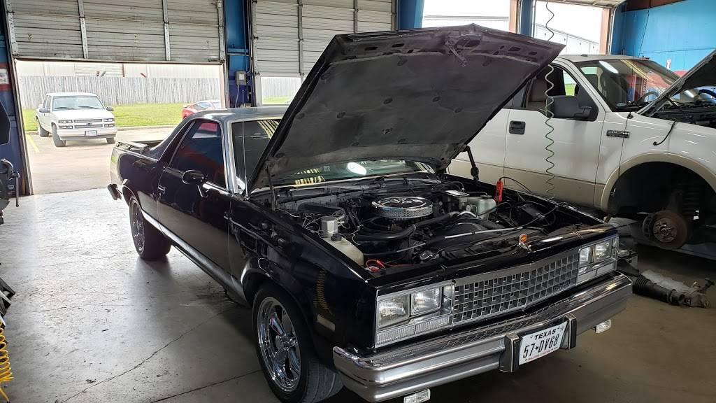 Austins Automotive Specialists - car repair  | Photo 4 of 9 | Address: 118 Trademark Dr, Buda, TX 78610, USA | Phone: (512) 312-2177