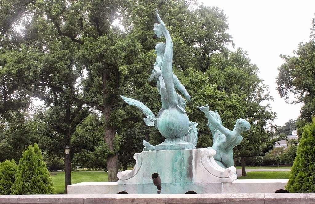 The Jane Watson Irwin Perennial Garden - park  | Photo 3 of 10 | Address: 2900 Southern Blvd, The Bronx, NY 10458, USA | Phone: (718) 817-8700