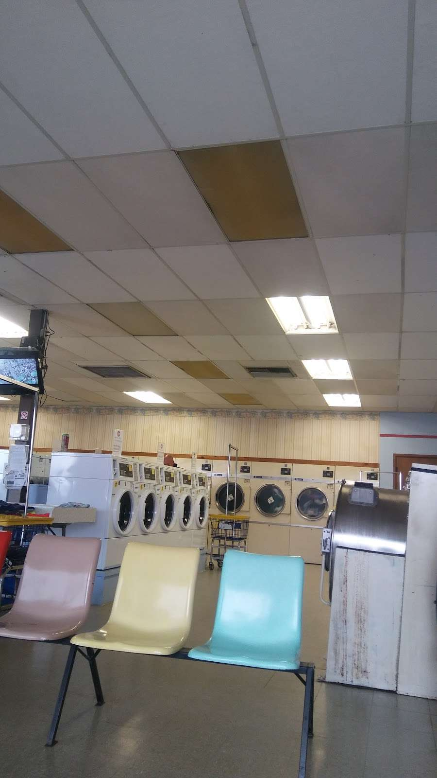 Coin Laundry - laundry  | Photo 8 of 10 | Address: 403 Main St, Schertz, TX 78154, USA