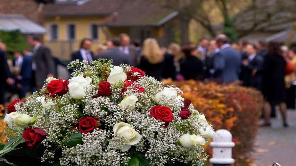 Sandra Clark Funeral Home - funeral home    Photo 2 of 10   Address: 6029 South R L Thornton, Dallas, TX 75232, USA   Phone: (214) 371-2600