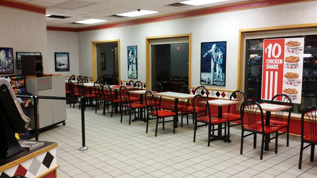 KFC - restaurant  | Photo 4 of 10 | Address: 6411 19th St, Lubbock, TX 79407, USA | Phone: (806) 785-0400