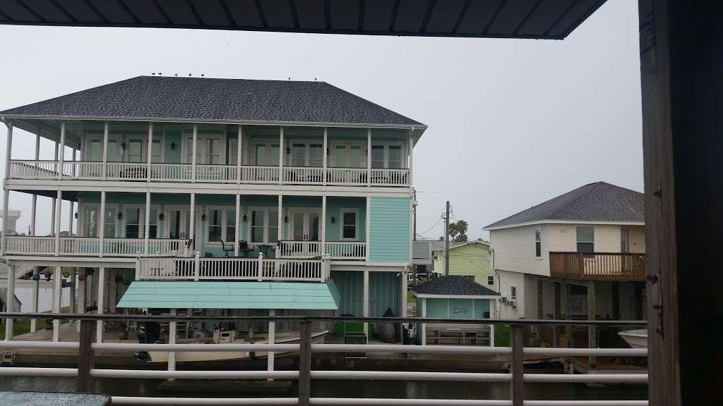 Bay Breeze Waterfront Vacation House - real estate agency    Photo 5 of 10   Address: 16703 Managua Way, Galveston, TX 77554, USA   Phone: (832) 818-4234