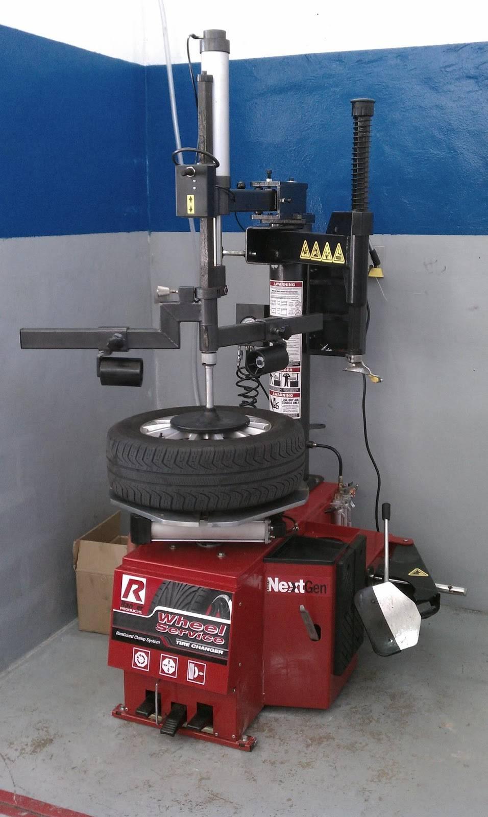 Fangios Car Clinic - car repair  | Photo 3 of 5 | Address: 195 Bird Rd, Coral Gables, FL 33146, USA | Phone: (305) 444-4449
