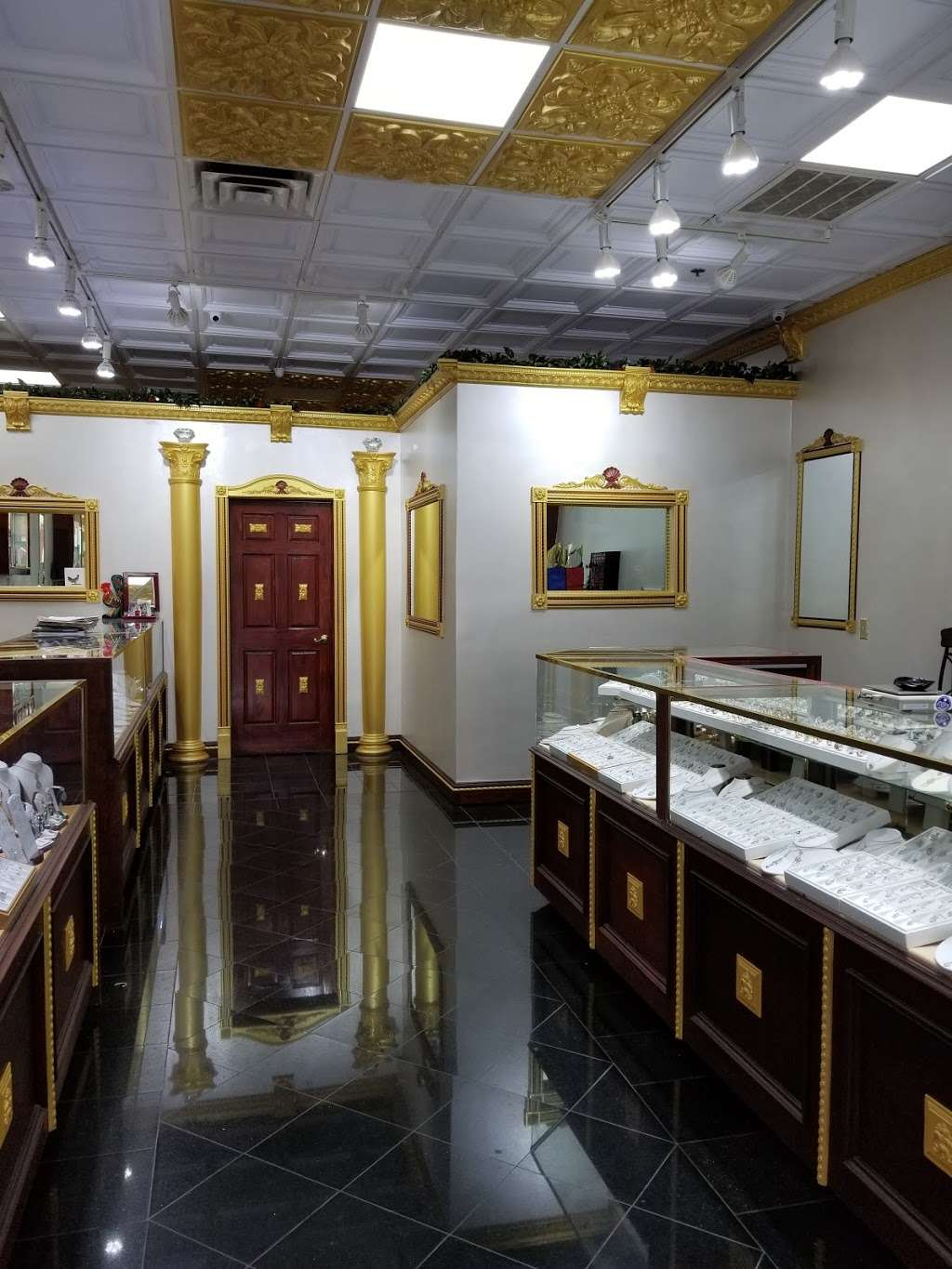 Edgewater Jewelry Exchange - jewelry store  | Photo 6 of 8 | Address: 515 River Rd, Edgewater, NJ 07020, USA | Phone: (201) 941-3041