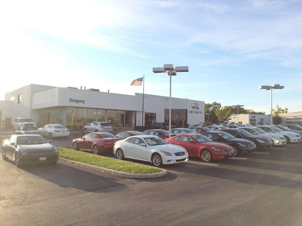Gregory INFINITI - car dealer  | Photo 9 of 10 | Address: 1121 S Milwaukee Ave, Libertyville, IL 60048, USA | Phone: (847) 362-9200