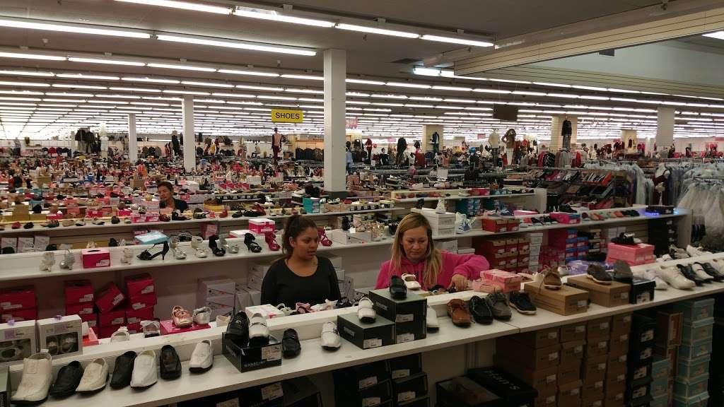 Viva Fashion Mart - clothing store  | Photo 5 of 10 | Address: 4305 State Ave, Kansas City, KS 66102, USA | Phone: (913) 287-8008