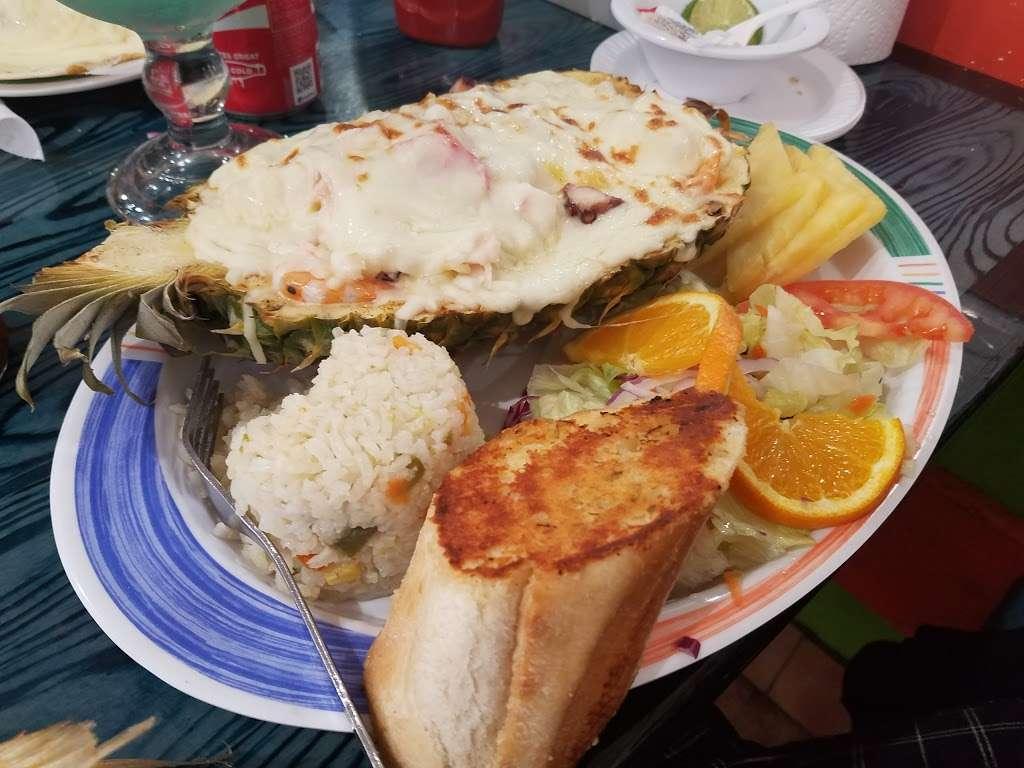 Las Islitas Mariscos Estilo Nayarit - restaurant  | Photo 9 of 10 | Address: 4610 Farm to Market 1960 Rd W P, Houston, TX 77069, USA | Phone: (281) 781-7336