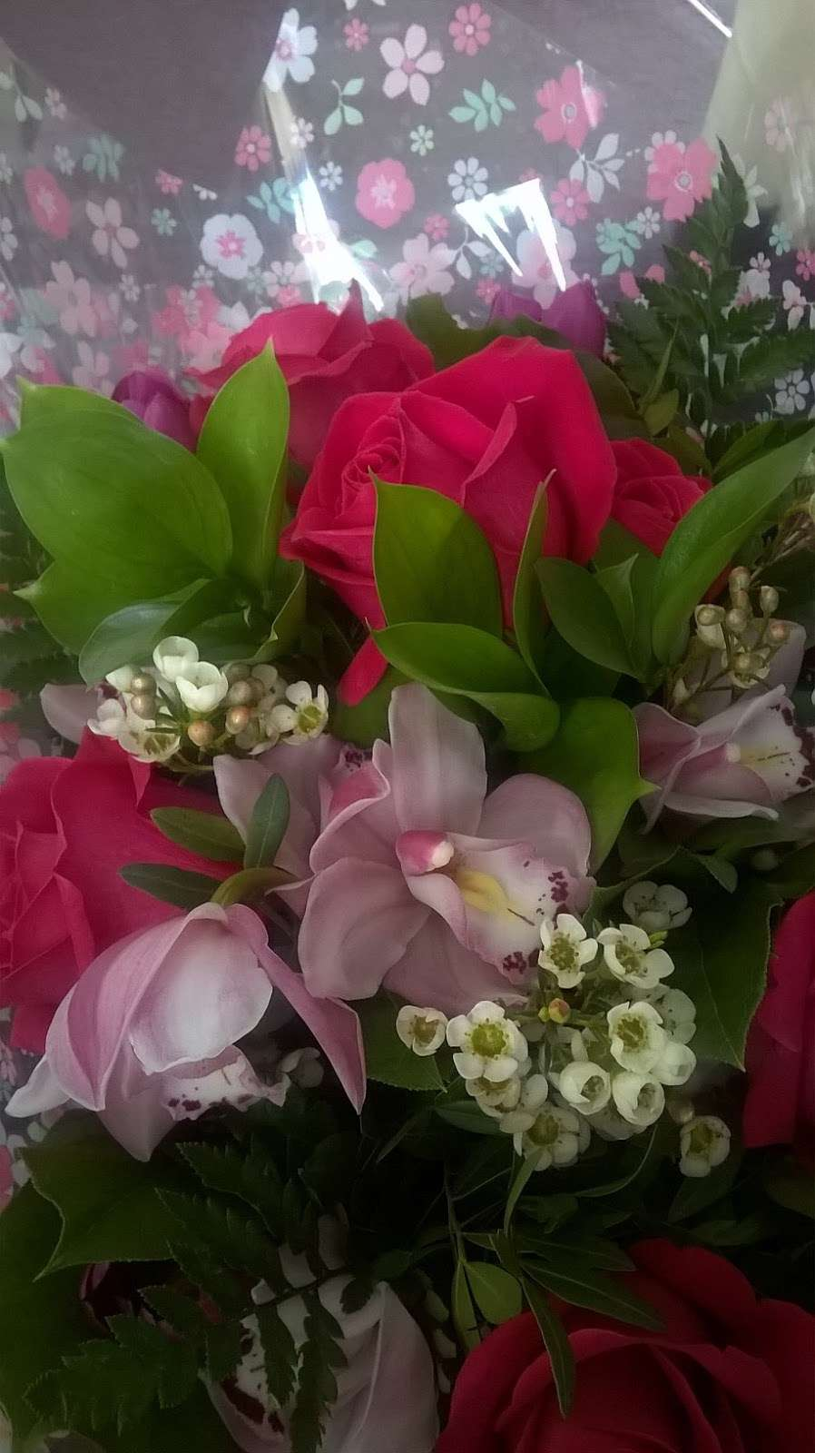 Ashlea Flowers - florist  | Photo 4 of 5 | Address: Ashlea Nursery, Birchwood Rd, Dartford DA2 7HQ, UK | Phone: 01322 666555
