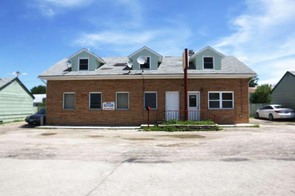 Sunshine Motel - lodging  | Photo 1 of 2 | Address: 1174 US-30, Oswego, IL 60543, USA | Phone: (630) 898-5491