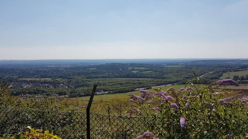 Woldingham Viewpoint - park    Photo 2 of 6   Address: Oxted, Caterham CR3 7AN, UK