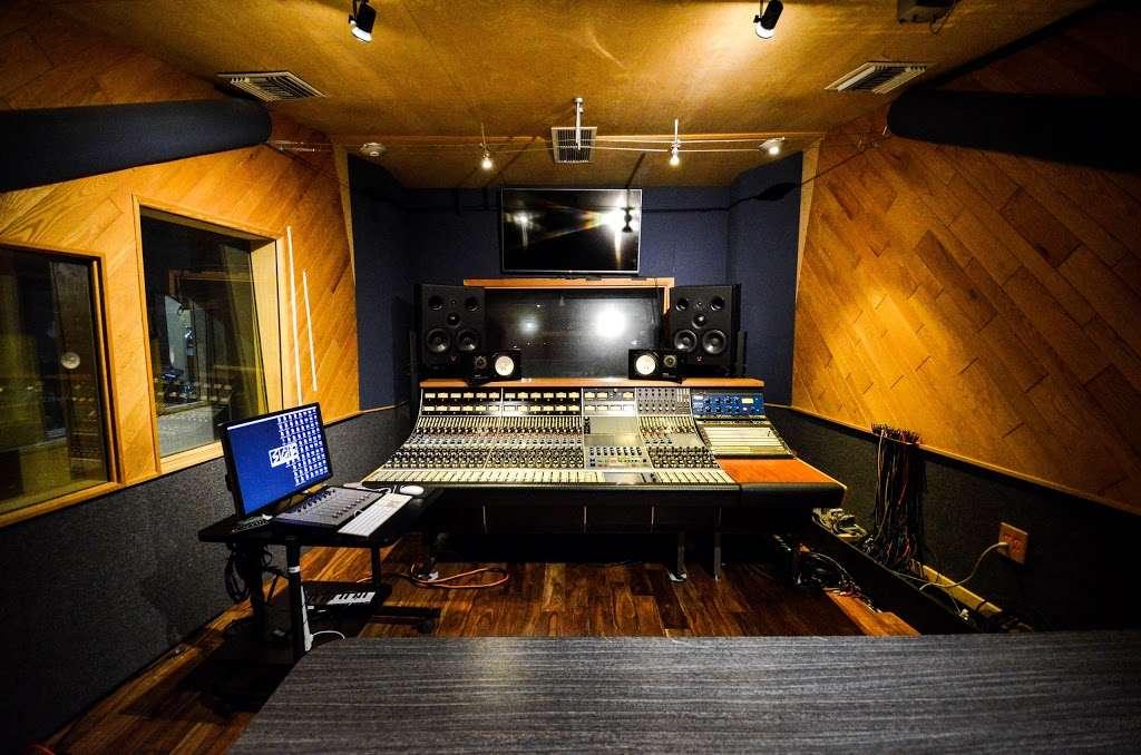 Studio City Sound - electronics store  | Photo 6 of 10 | Address: 4412 Whitsett Ave, Studio City, CA 91604, USA | Phone: (818) 505-9368
