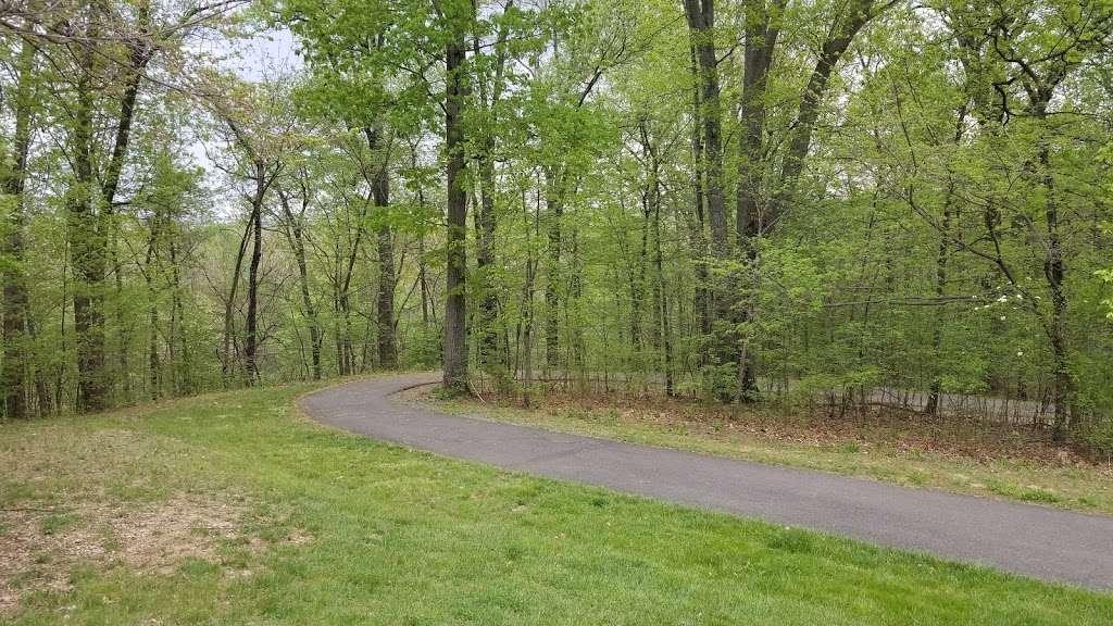 Tuscarora Creek Park - park  | Photo 8 of 10 | Address: 425 Solitude Ct SE, Leesburg, VA 20175, USA | Phone: (703) 777-1368