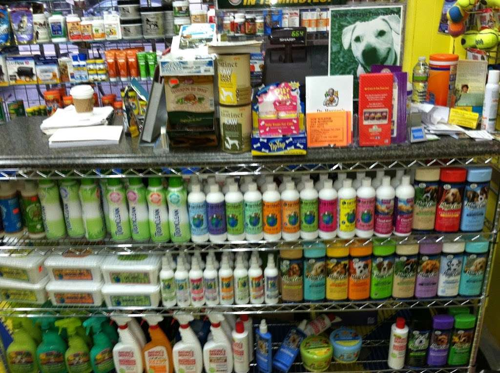 Furry Fiends - store    Photo 2 of 10   Address: 630 W 207th St, New York, NY 10034, USA   Phone: (212) 942-0222