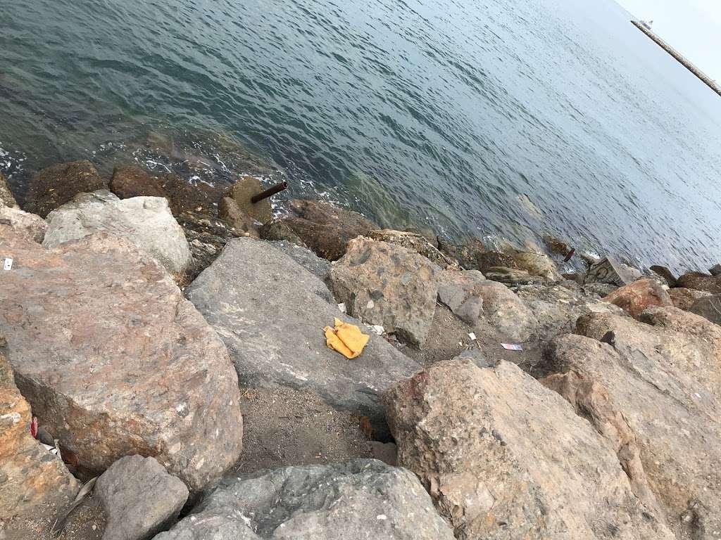 Pier J - Fishing Spot - park  | Photo 4 of 10 | Address: Long Beach, CA 90802, USA