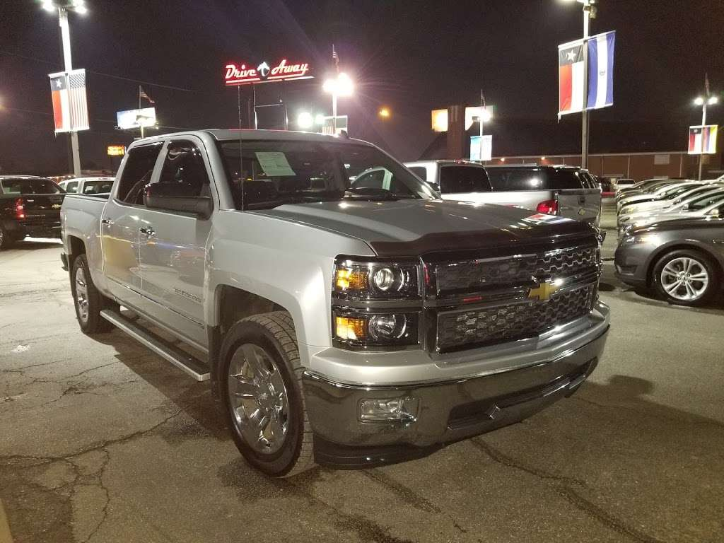 Drive Away Autos - car dealer  | Photo 5 of 10 | Address: 5715 North Fwy, Houston, TX 77076, USA | Phone: (713) 691-3600