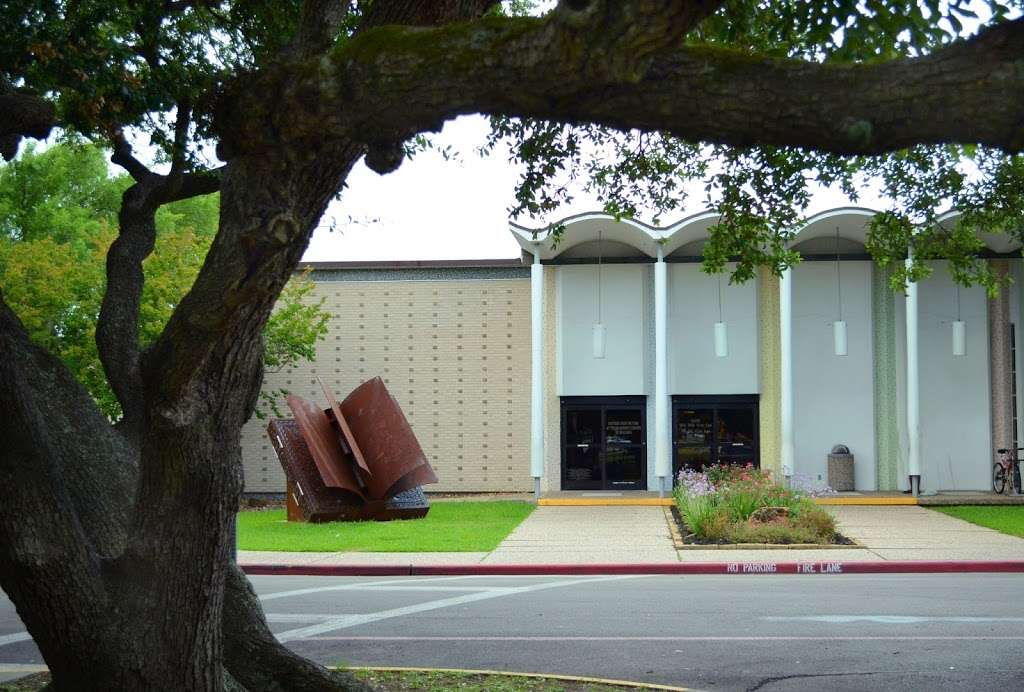 Sterling Municipal Library - library  | Photo 4 of 9 | Address: 4258, 1 Mary Elizabeth Wilbanks Ave, Baytown, TX 77520, USA | Phone: (281) 427-7331