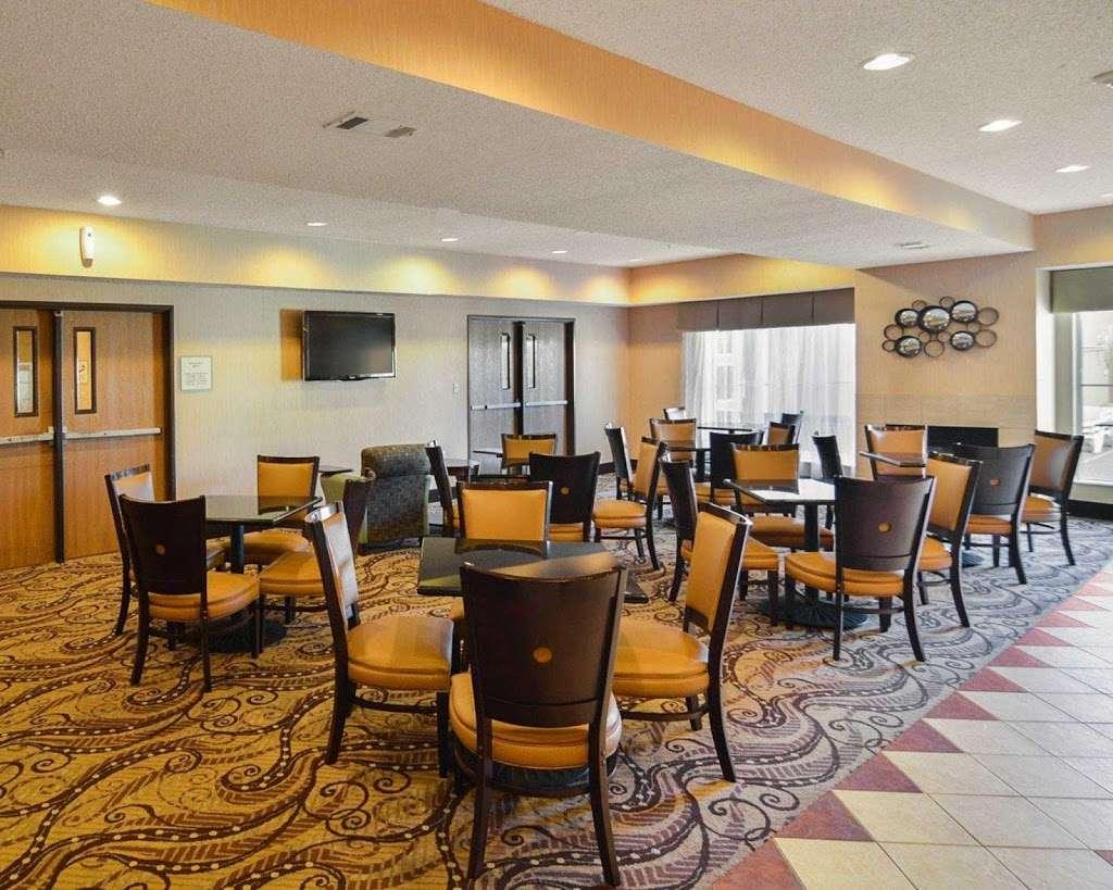Comfort Suites Dfw Airport - lodging  | Photo 6 of 9 | Address: 4700 W John Carpenter Fwy, Irving, TX 75063, USA | Phone: (469) 713-3666