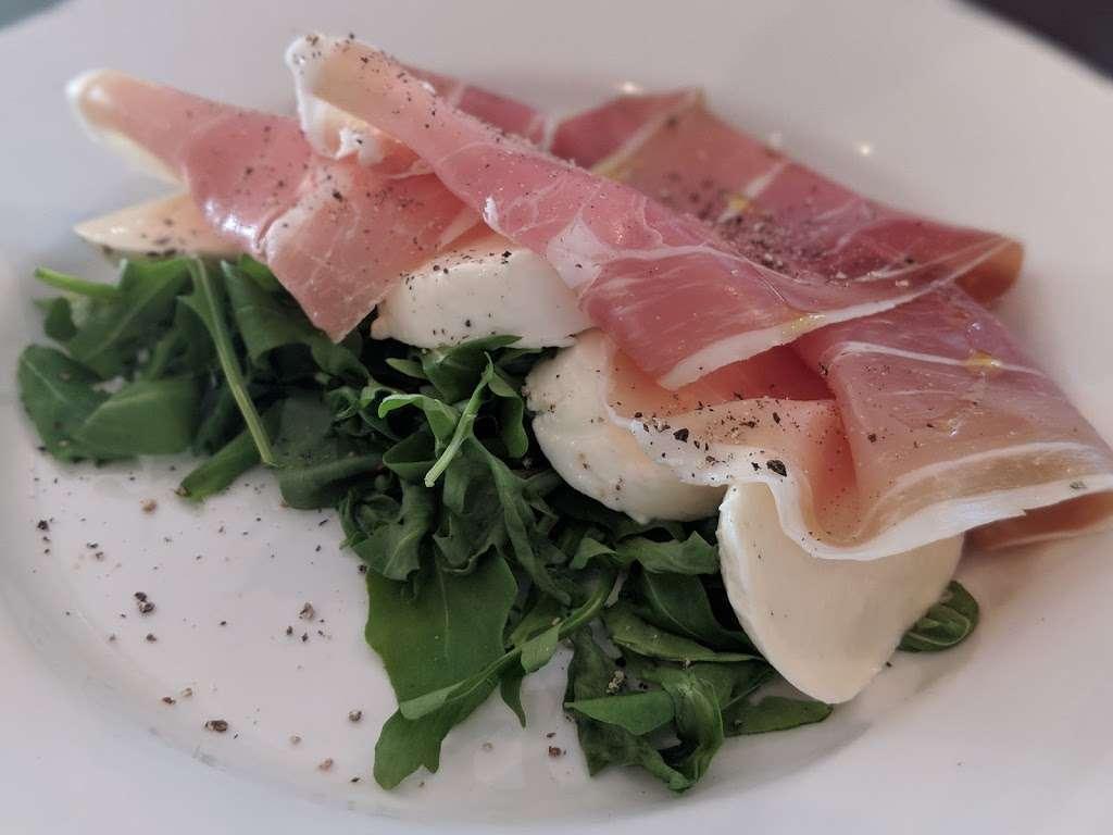 Salento Restaurant Bar pizzeria London - cafe  | Photo 7 of 10 | Address: 3 Clove Cres, Poplar, London E14 2BB, UK | Phone: 020 7537 2373
