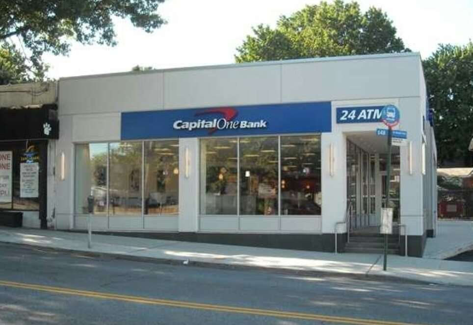 Capital One Bank - bank  | Photo 2 of 6 | Address: 386 Forest Ave, Staten Island, NY 10301, USA | Phone: (917) 423-8976