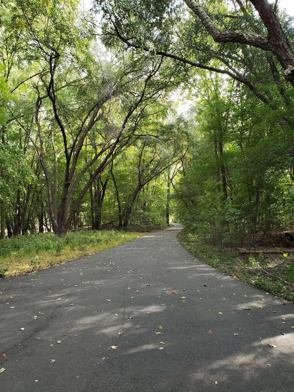Saddle River Bike Path Parking 3 - park  | Photo 10 of 10 | Address: 760 Saddle River Rd, Saddle Brook, NJ 07663, USA