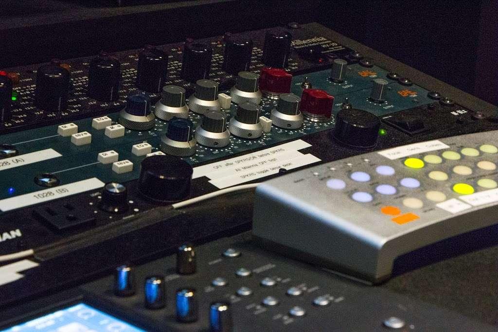 Vitruvian Sound NYC - electronics store  | Photo 3 of 10 | Address: 2 St Nicholas Ave #5, Brooklyn, NY 11237, USA | Phone: (929) 324-0845
