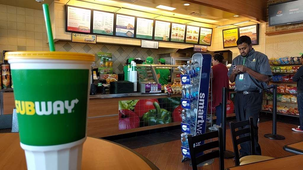 Subway - meal takeaway  | Photo 6 of 10 | Address: 13520 Paxton St Suite A-3, Pacoima, CA 91331, USA | Phone: (818) 899-3900
