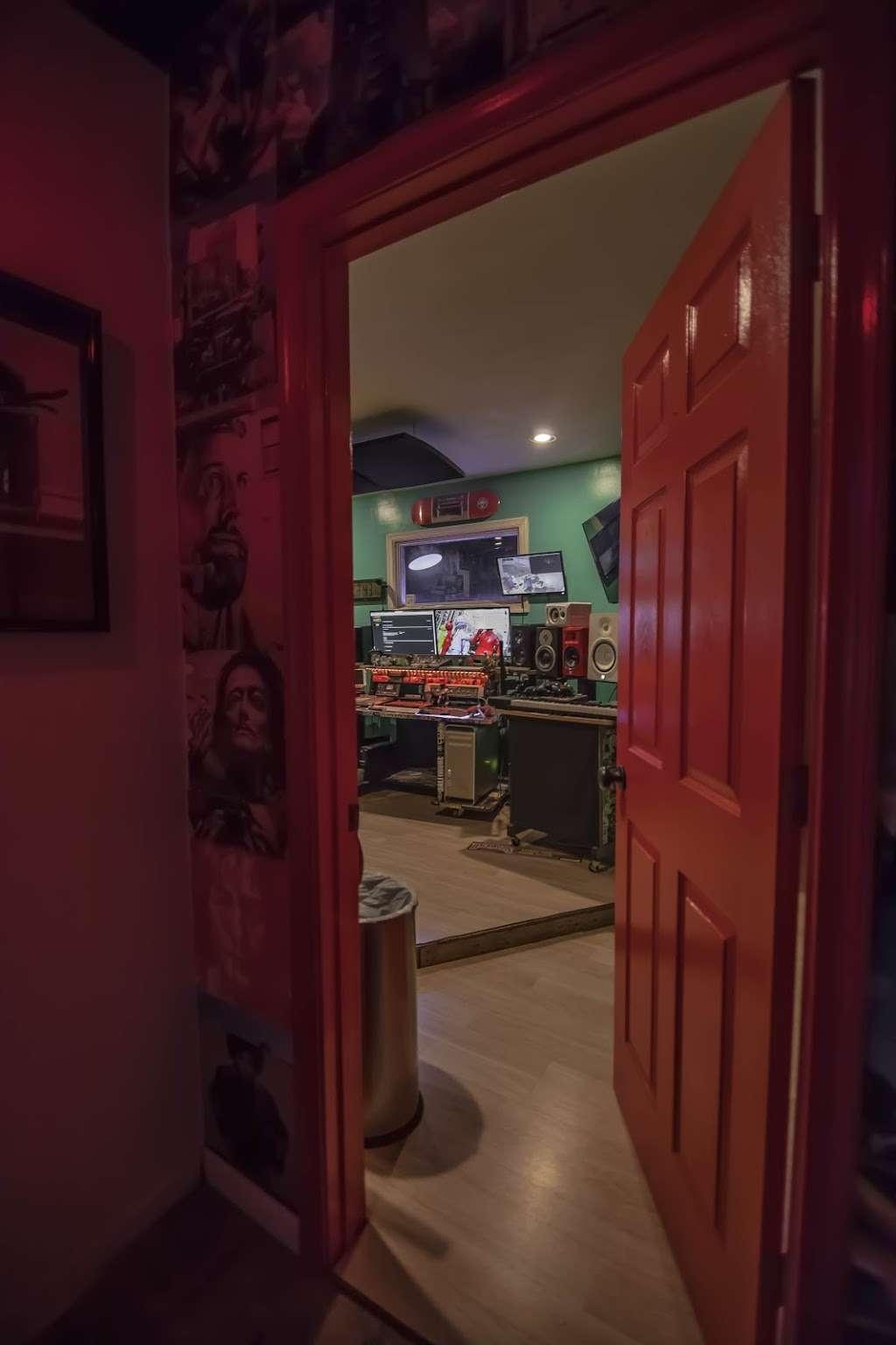 EBAN RECORDING | FILM STUDIOS - electronics store  | Photo 8 of 10 | Address: 934 W Patapsco Ave, Baltimore, MD 21230, USA | Phone: (443) 430-1764