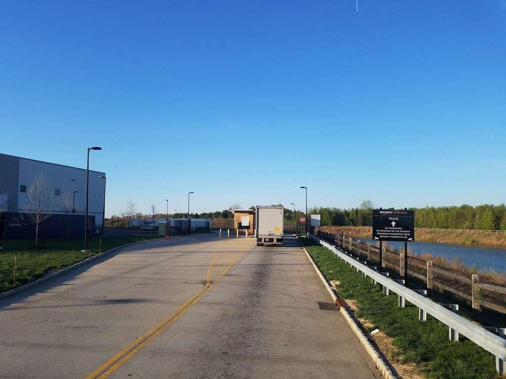 Amazon EWR4 - storage  | Photo 9 of 10 | Address: 50 New Canton Way, Robbinsville, NJ 08691, USA | Phone: (732) 979-7825