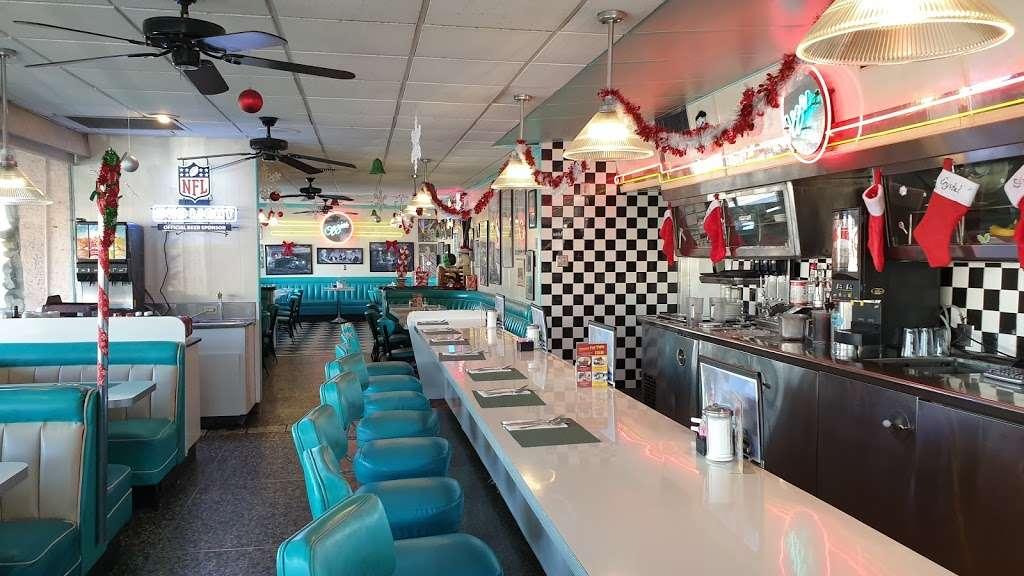 Ozzies Diner - restaurant    Photo 5 of 10   Address: 7780 Slauson Ave, Commerce, CA 90040, USA   Phone: (323) 726-0300