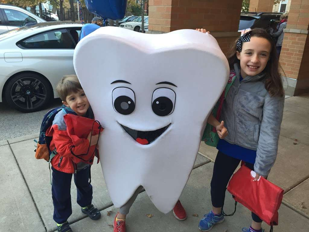 Apple Dental Care - dentist  | Photo 6 of 10 | Address: 2062 N Milwaukee Ave, Chicago, IL 60647, USA | Phone: (773) 384-3500