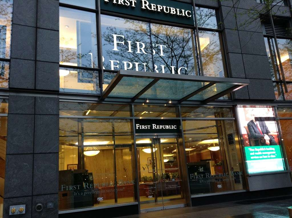 First Republic Bank - bank  | Photo 1 of 6 | Address: 10 Columbus Cir, New York, NY 10019, USA | Phone: (212) 331-0088
