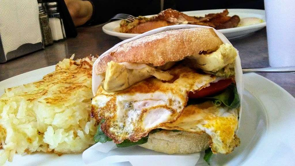 Sams Burgers - restaurant  | Photo 8 of 10 | Address: 8505 Telegraph Rd, Pico Rivera, CA 90660, USA | Phone: (562) 869-1482
