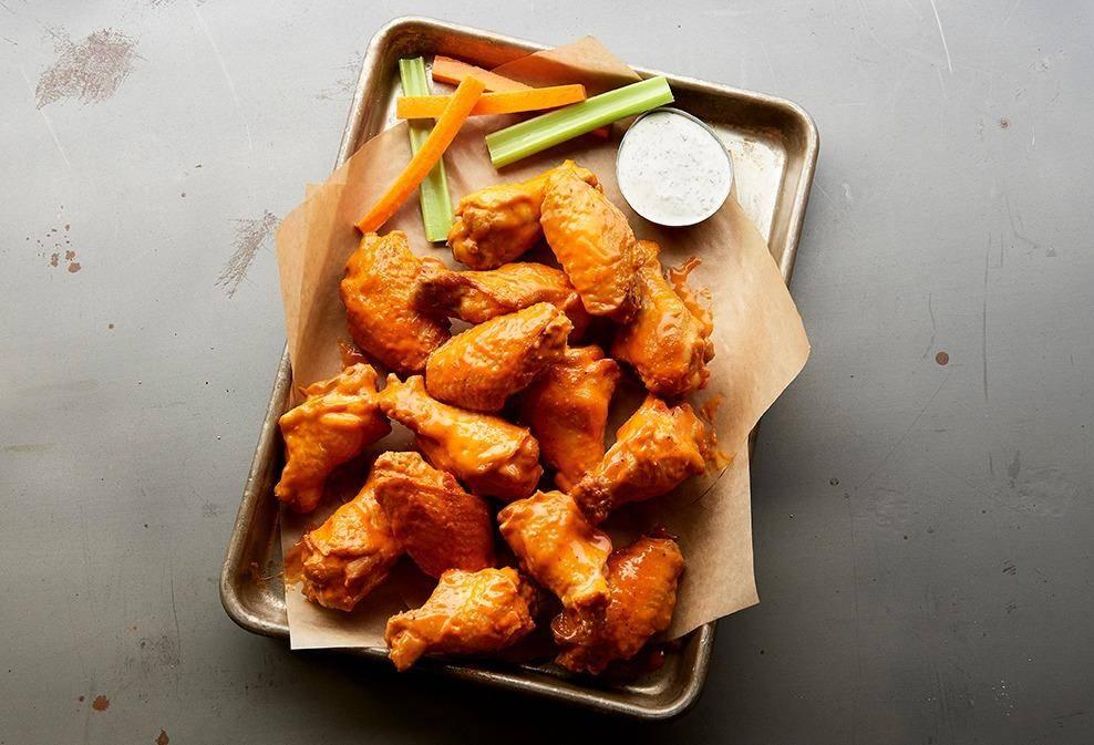 Buffalo Wild Wings - meal takeaway  | Photo 7 of 9 | Address: 3331 W Shaw Ave, Fresno, CA 93711, USA | Phone: (559) 230-1641