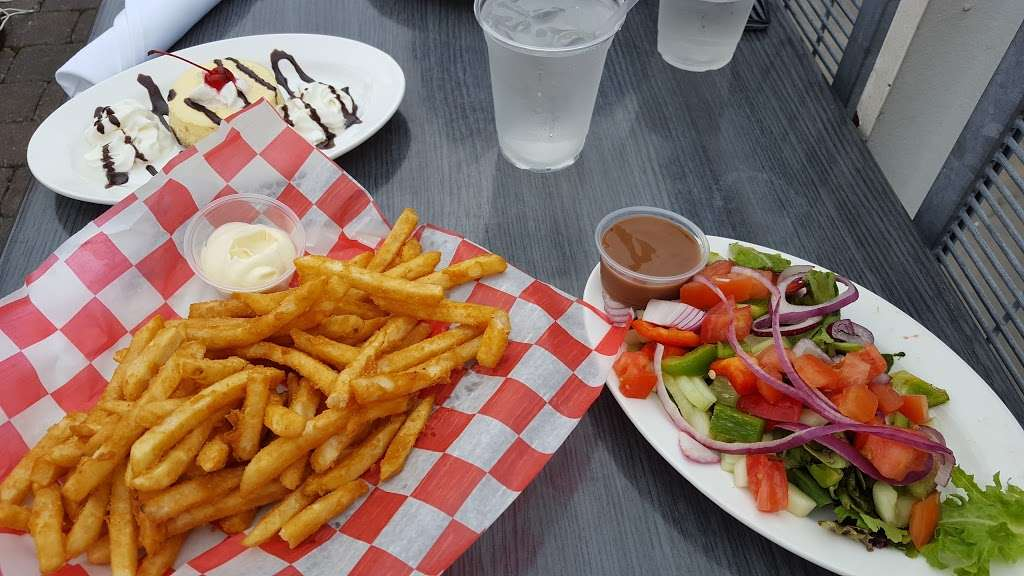 River Dock Cafe - restaurant  | Photo 7 of 10 | Address: 1 Richmond Terrace, Staten Island, NY 10301, USA | Phone: (347) 354-3598