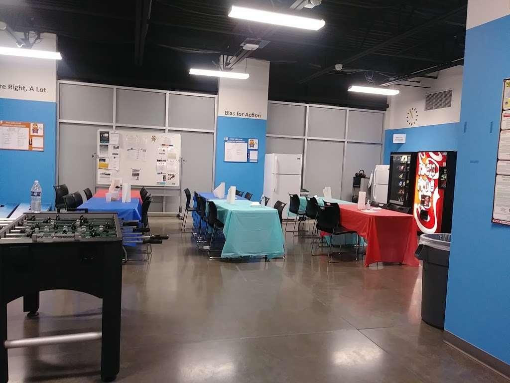 Amazon FLEX UAZ1 - storage  | Photo 9 of 10 | Address: 500 S 48th St, Phoenix, AZ 85034, USA | Phone: (888) 281-6901